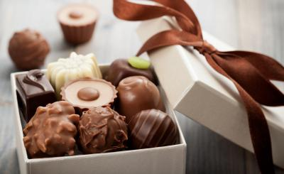 sweet_box_chocolate_gift_ribbon_romantic_hd-wallpaper-1747106