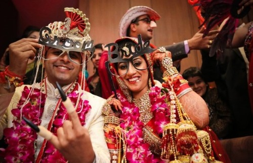 couple special 5 Props in Trend this Wedding Season!
