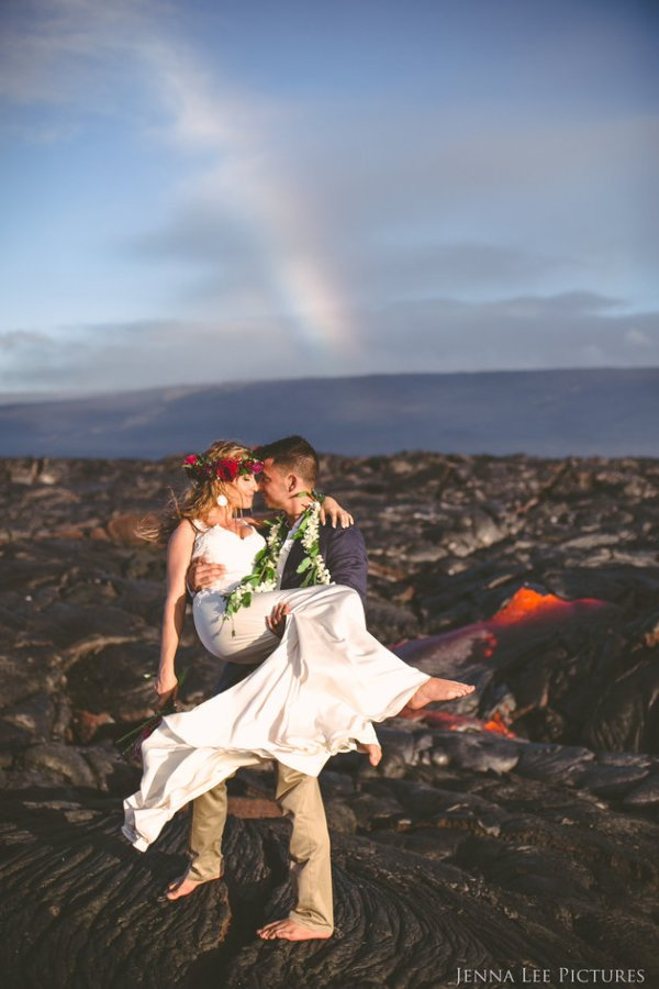 Couple Takes Wedding Pics On Volcano With Molten Lava (1)