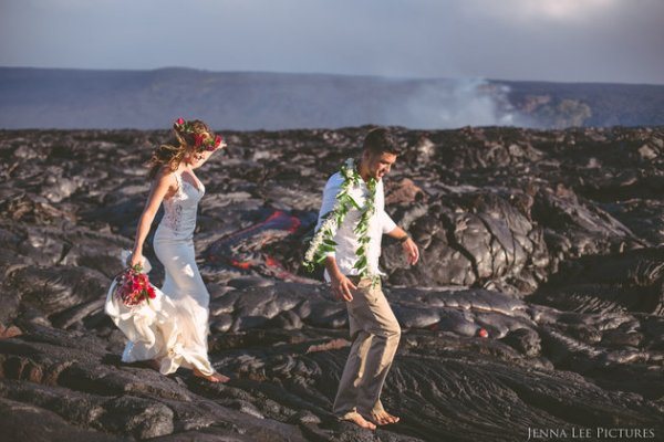 Couple Takes Wedding Pics On Volcano With Molten Lava (2)