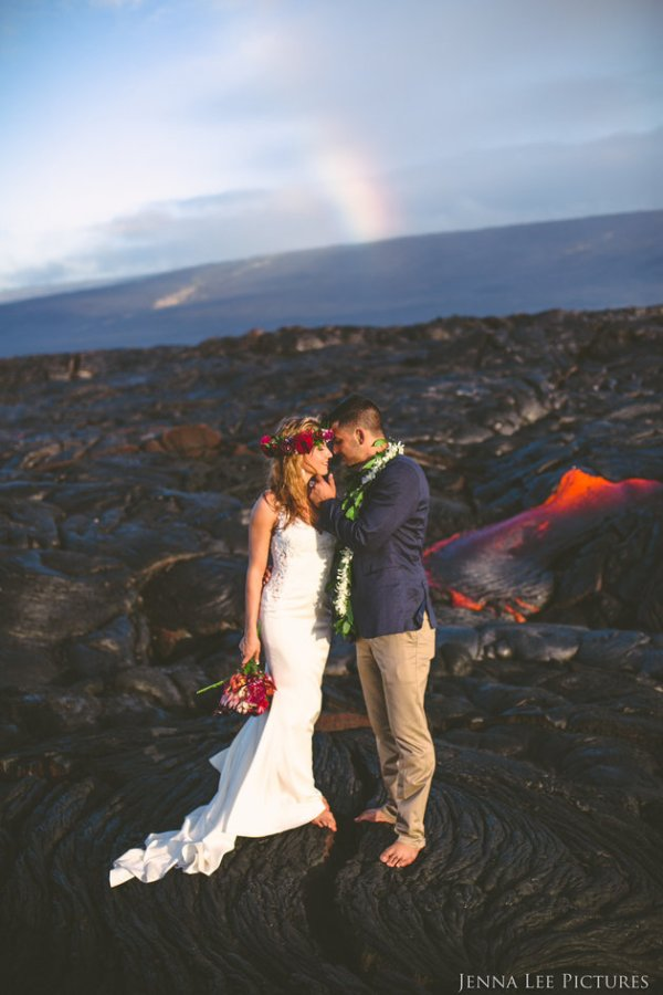 Couple Takes Wedding Pics On Volcano With Molten Lava (5)