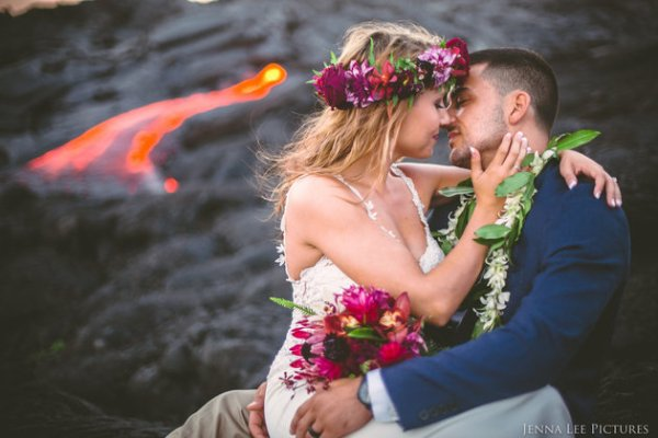 Couple Takes Wedding Pics On Volcano With Molten Lava (7)