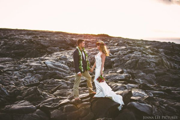 Couple Takes Wedding Pics On Volcano With Molten Lava (9)