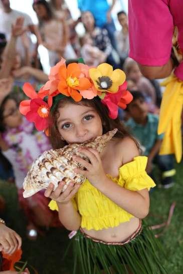 Hawaiian Theme Birthday Party Birthday Girl 2