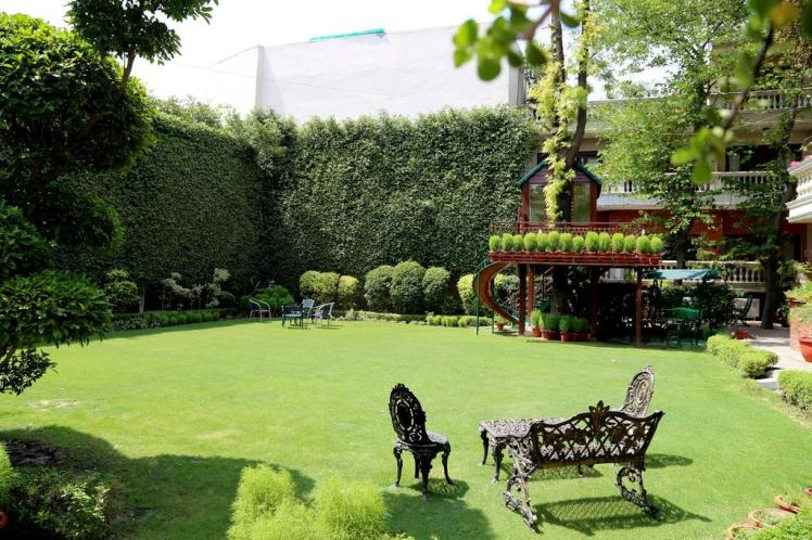 The Estate Villa Delhi Lawn 8