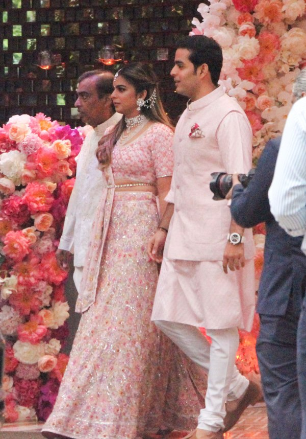Mukesh-Ambani-with-daughter-Isha-and-son-Akash